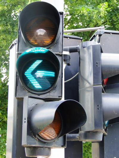 Luxembourg_Traffic_signal_green_arrow_left.JPG